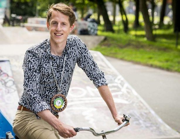 Marel Kleinzen op de fiets